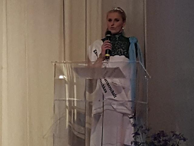 Die 1. Rede der neu gekrönten Königin der Städtepartnerschaft Rosbach/ Netzschkau Tina I