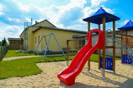 Spielplatz in 08491 Brockau, Elsterberger Straße - hinter dem Bürgerhaus