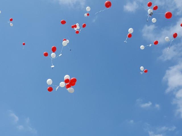 Gewinnspiel am Sonntag Nachmittag - Luftballons erobern den Himmel