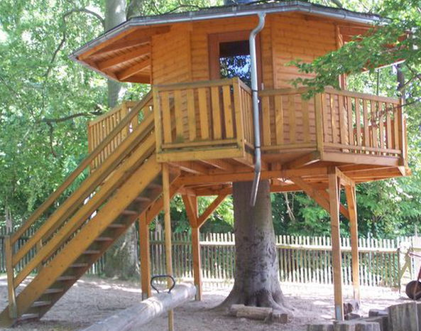 """Baumhaus der Kindertagesstätte """"Märchenland"""""""