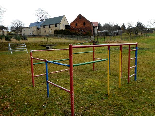 Spielplatz in 08491 Lambzig, Hohle Gasse
