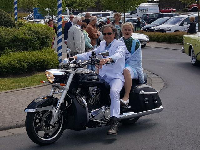 Festumzug Sonntag Nachmittag - Bgm. der Stadt Rosbach Thomas Alber und Königin der Städtepartnerschaft Tina I