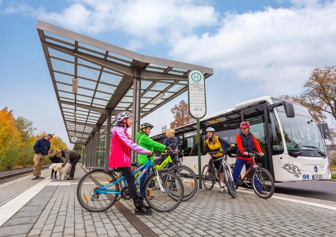 """Mit dem """"Vreizeitbus"""" kann man auch zu einer Radtour starten. Foto: Marcografie-Marco-Mueller"""